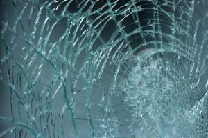 Gartenhaus einbruchsicher machen - Glasscheibe zerbrochen