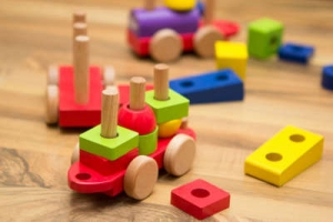 Spielsachen lagern im Spielhaus